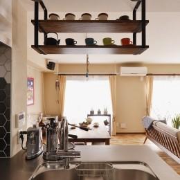 welcomeな家 (キッチンから眺めるリビング)