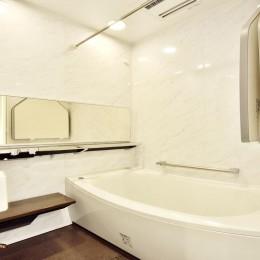 ストレスフリーなアーバンシンプルリノベーション (浴室)