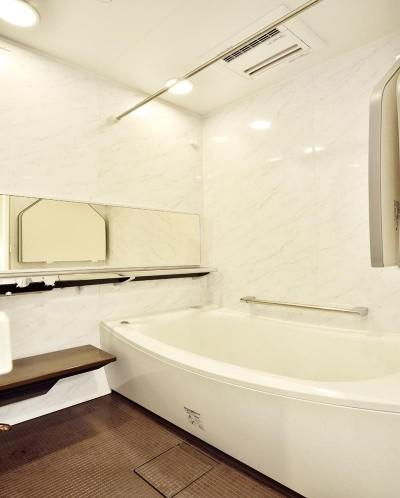 浴室 (ストレスフリーなアーバンシンプルリノベーション)