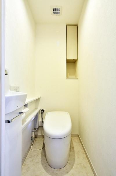 トイレ (ストレスフリーなアーバンシンプルリノベーション)