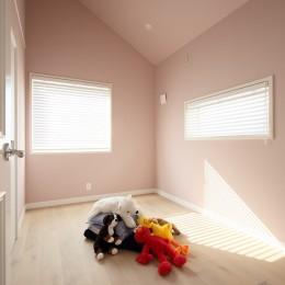 F邸 (優しいピンク色の子供部屋)