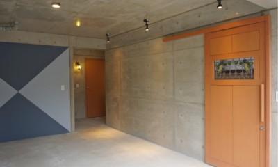 江古田の家 ―夫婦で趣味を楽しむ (車庫とエントランス)