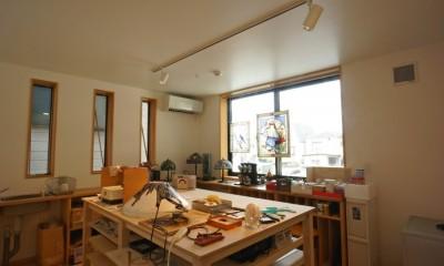 趣味室-ステンドグラス工房|江古田の家 ―夫婦で趣味を楽しむ