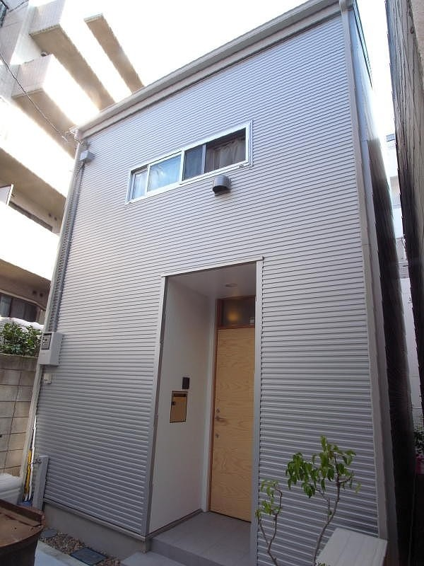羽根木の家-9.5坪の敷地に (外観)