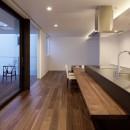 057鎌倉Mさんの家の写真 ダイニングキッチン夕景