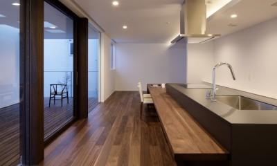 057鎌倉Mさんの家 (ダイニングキッチン夕景)