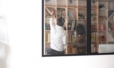 暮らしながら働く理想の暮らし (室内窓)