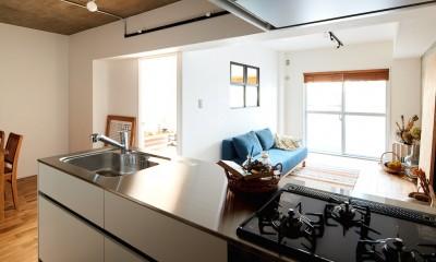 朝の静けさが心地よい家 (キッチン)