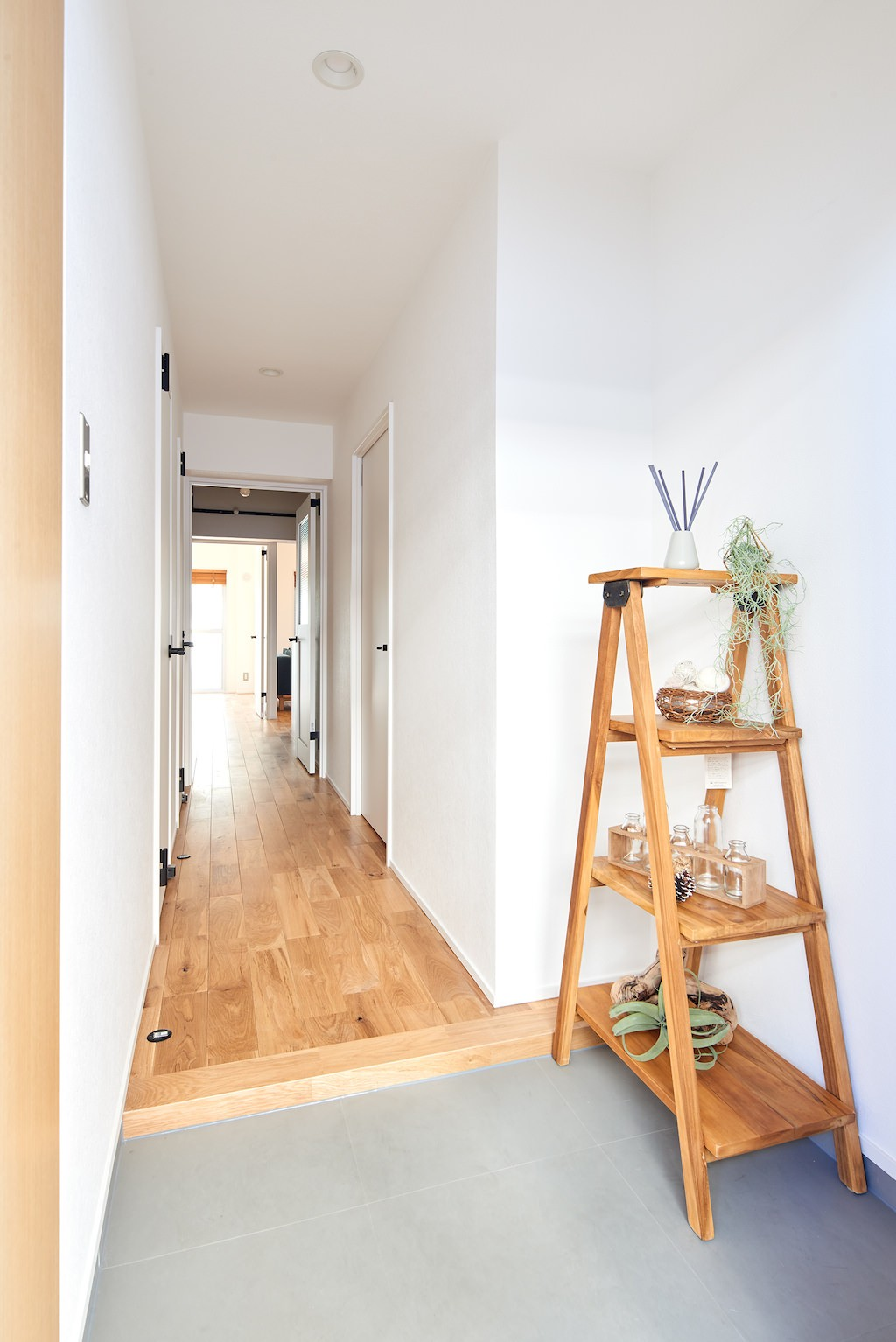 玄関事例:玄関(朝の静けさが心地よい家)