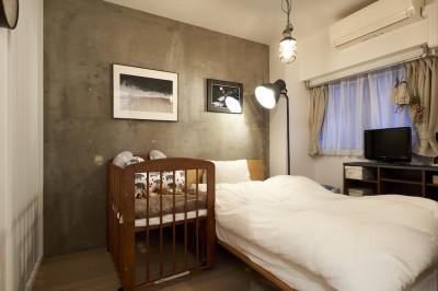 寝室 (黒が際立つ渋めの我が家)