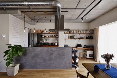 対面キッチン (S邸・好きなインテリアに囲まれて開放的に)