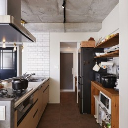 S邸・好きなインテリアに囲まれて開放的に (キッチン)