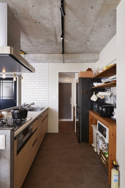 キッチン (S邸・好きなインテリアに囲まれて開放的に)