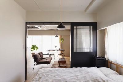寝室 (S邸・好きなインテリアに囲まれて開放的に)