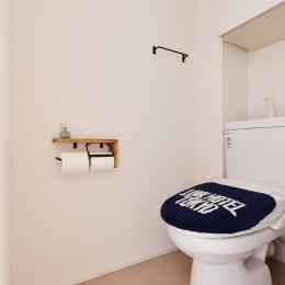 S邸・好きなインテリアに囲まれて開放的に (トイレ)