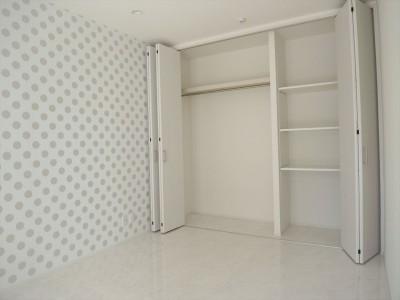 子供部屋 (ホワイトを基調にした明るく高級感のある空間)