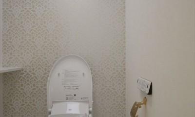 ホワイトを基調にした明るく高級感のある空間 (トイレ)