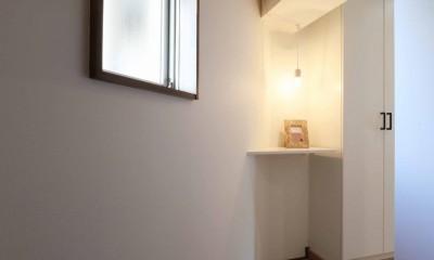 無垢フローリングを贅沢に使用♪暮らしやすい間取りを考えたリノベーション (玄関)