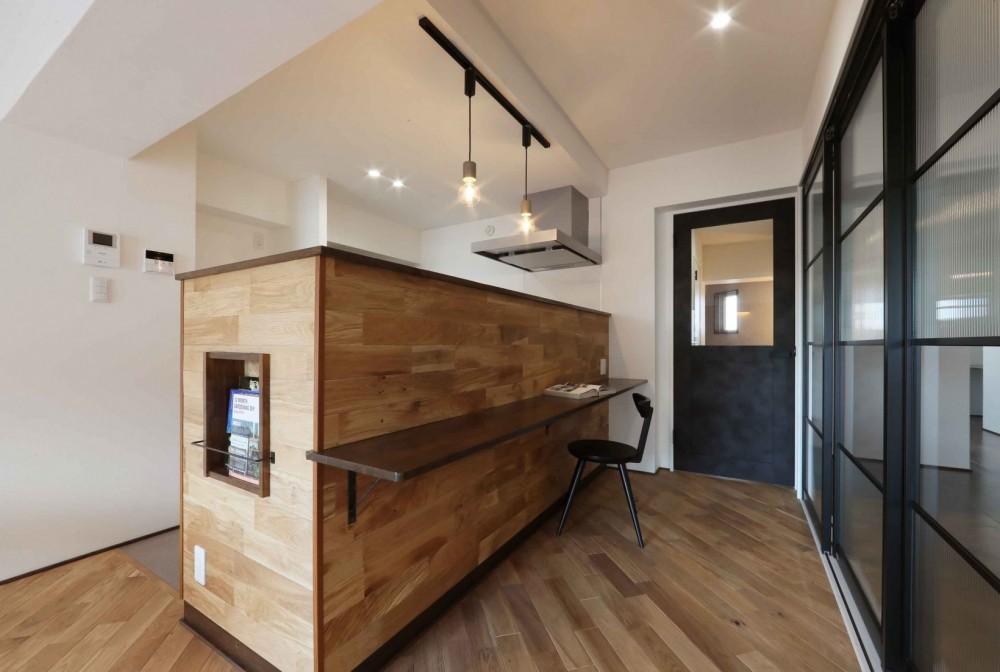 カフェのような雰囲気♪使いやすい間取りを考えたリノベーション (キッチン)