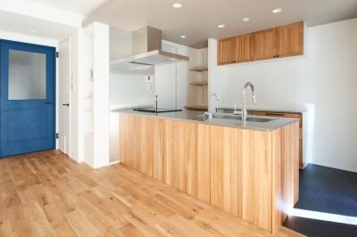 キッチン (無垢の床の感触を楽しみ暮らす)
