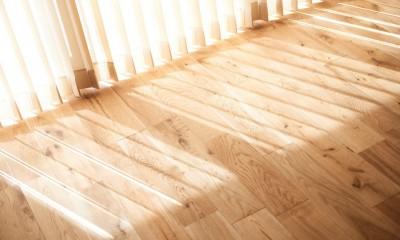 無垢の床の感触を楽しみ暮らす (無垢床)