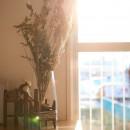 北欧の風と日の入る部屋での写真 イメージ