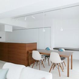 池袋本町の家-白とウォールナットでまとめたシンプルでモダンな住空間