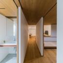 ひらく間-全ての「間」がつながるマンション-の写真 洗面・寝室