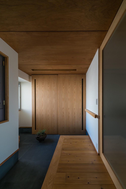 ひらく間-全ての「間」がつながるマンション- (玄関)