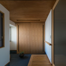 ひらく間 -全ての「間」がつながるマンション- (玄関)