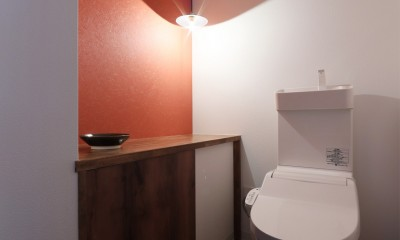部屋の中に日本庭園のある和モダンリノベーション (トイレ)