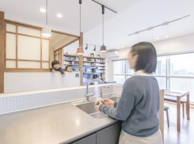 キッチン (WAKON - 和魂洋才!?飾って囲って収納力UPの駅近マンションリノベーション)