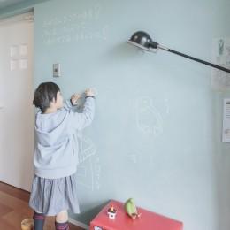 WAKON - 和魂洋才!?飾って囲って収納力UPの駅近マンションリノベーション (子供部屋)