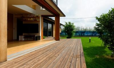 蓮田の家-大きな窓とデッキのある二世帯住宅- (大きなデッキ)