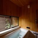 蓮田の家-大きな窓とデッキのある二世帯住宅-の写真 桧風呂