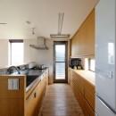 蓮田の家-大きな窓とデッキのある二世帯住宅-の写真 キッチン