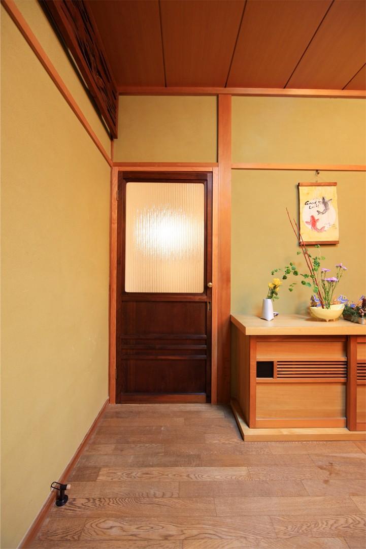 和室をなくし、料理教室が開ける広々DKへ。床も張替えて、レトロモダンなダイニングに。 (洋室)