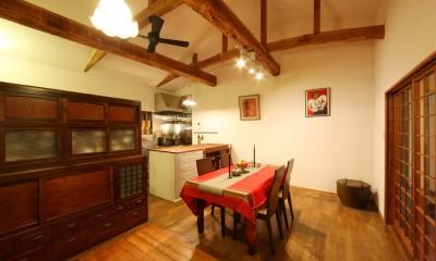 和室をなくし、料理教室が開ける広々DKへ。床も張替えて、レトロモダンなダイニングに。