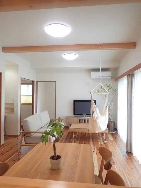 木の香りと暮らす自然素材の家 (LDK)