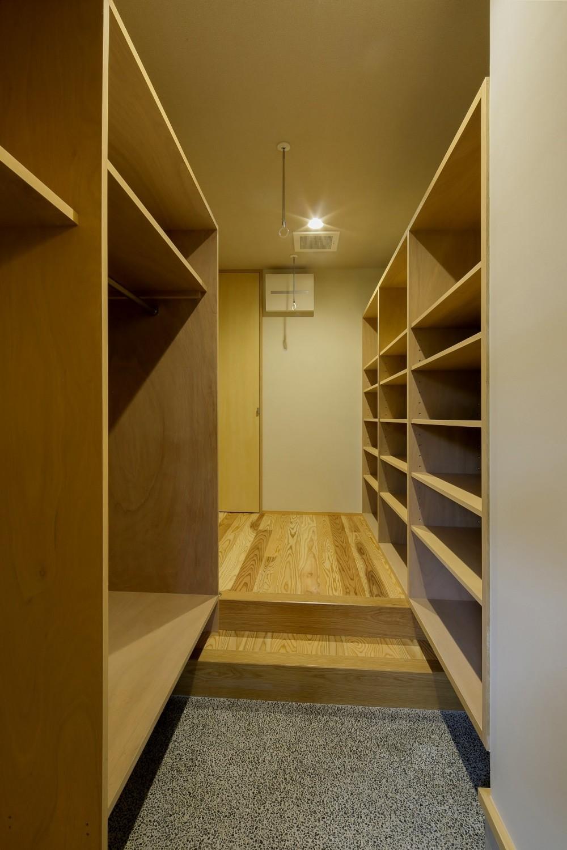 『上駒沢の家』プライベートを大切にした二世帯住宅 (シュークロゼット)