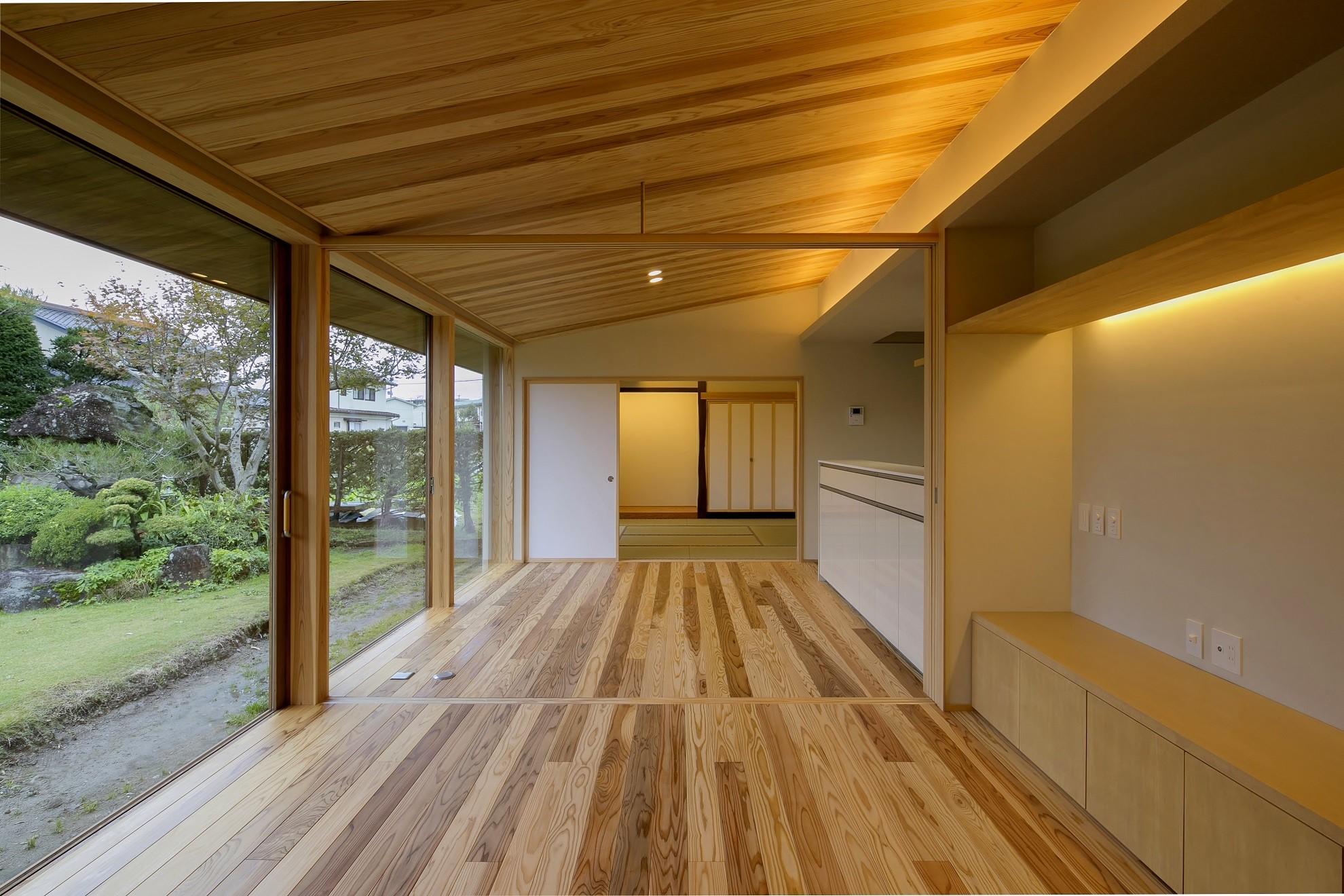 リビングダイニング事例:LDK(『上駒沢の家』プライベートを大切にした二世帯住宅)