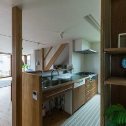 四街道の家-大きなバルコニーのある木の家- (キッチン)