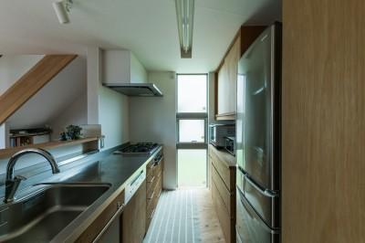 キッチン (四街道の家-大きなバルコニーのある木の家-)