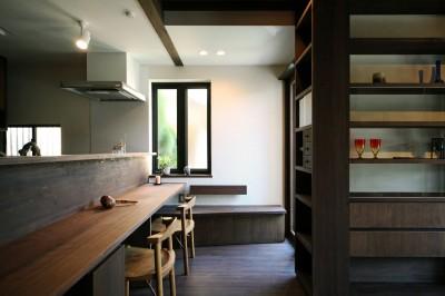 キッチンダイニング (ちはら台の家 ー家も人も生まれ変わるリノベーションー)