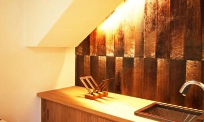 ちはら台の家 ー家も人も生まれ変わるリノベーションー (階段下トイレ)