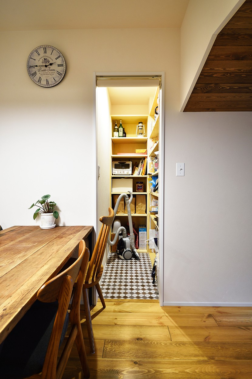 東京S邸~お家のなかにおウチがある家(マンション)~ (収納に便利なパントリー)
