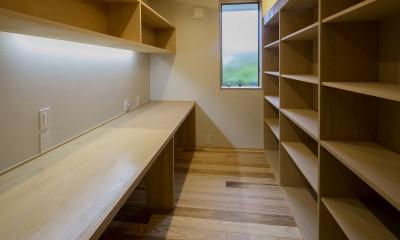 『上駒沢の家』プライベートを大切にした二世帯住宅 (書斎スペース)