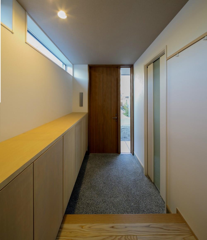 『上駒沢の家』プライベートを大切にした二世帯住宅 (玄関ホール(子世帯))