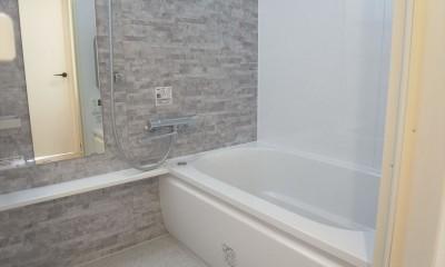 モノトーンでまとめてシンプル、シックに (浴室)