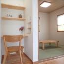 木の香りと暮らす自然素材の家の写真 和室~デスクコーナー